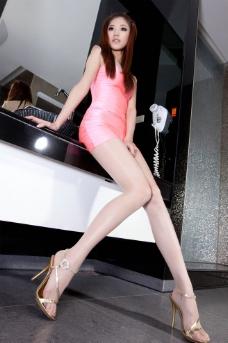 短裙丝袜美腿图片