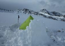 帐篷雪地扎营图片