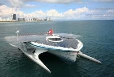 太阳能动力船图片