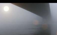 冬日阳光雨雾大桥视频