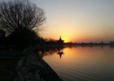 傍晚的湖畔图片
